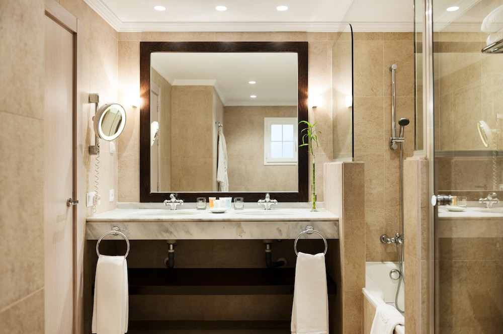 Bathroom, Puente Romano Beach Resort