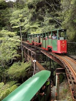 42 Mount Avenue, Pauanui 3579, New Zealand.