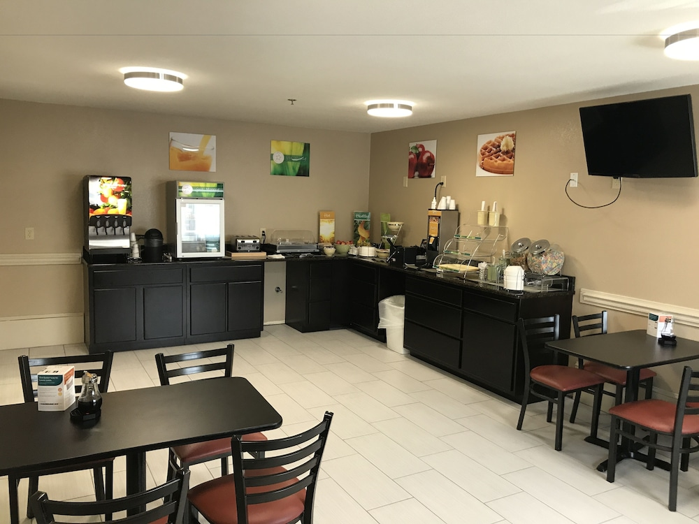 Breakfast Area, Quality Inn & Suites Maggie Valley - Cherokee Area