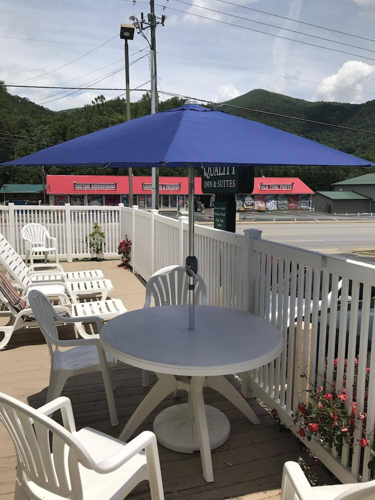 Balcony, Quality Inn & Suites Maggie Valley - Cherokee Area