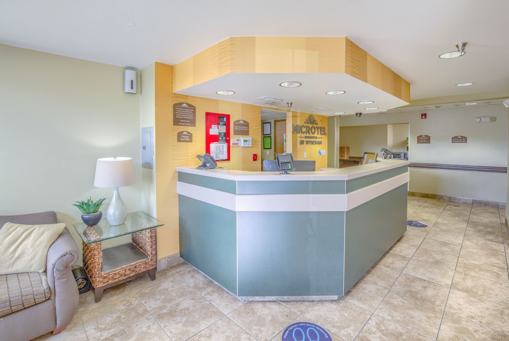 Reception, Microtel Inn & Suites by Wyndham Gulf Shores
