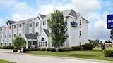 Microtel Inn & Suites By Wyndham Clear Lake - Clear Lake Hotels