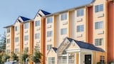 Microtel Inn & Suites by Wyndham Pigeon Forge - Pigeon Forge Hotels