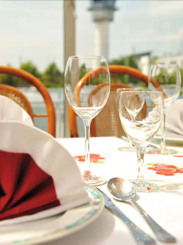 Outdoor Dining, Airport Hotel Erfurt
