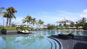 5 piscine all'aperto, cabine incluse nel prezzo, ombrelloni da piscina