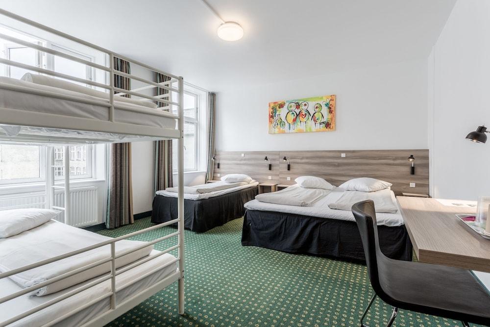 Copenhagen star hotel in copenhagen hotel rates for Cabin hotel copenhagen