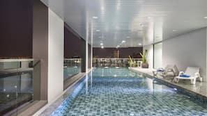 室內泳池、室外泳池;泳池傘、躺椅