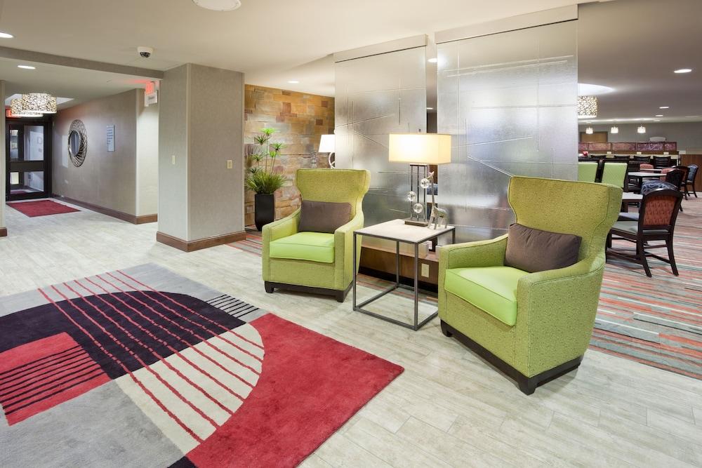 Lobby, Holiday Inn Express & Suites Bloomington - MPLS Arpt Area W