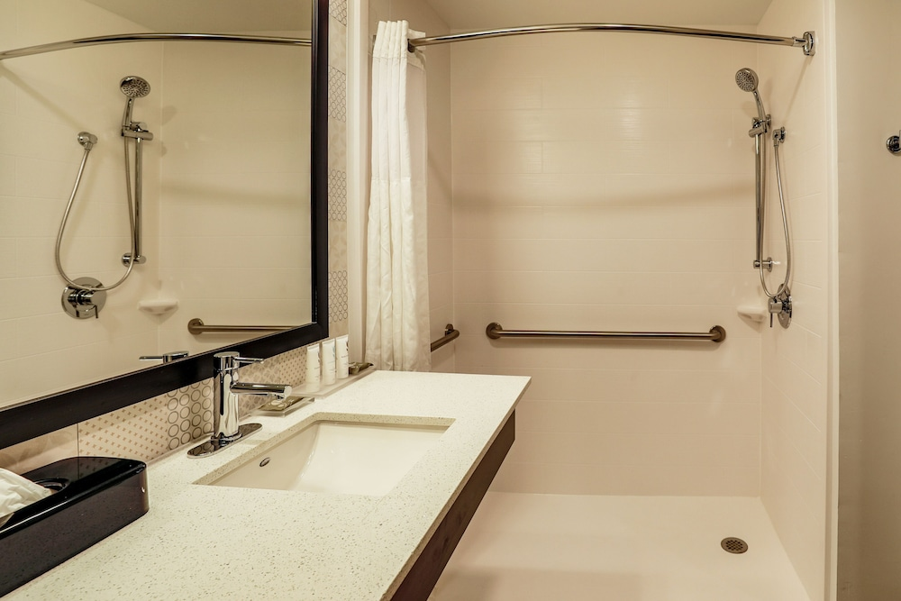 Bathroom, Country Inn & Suites by Radisson, Nashville Airport, TN