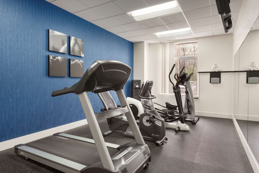 Fitness Facility, Country Inn & Suites by Radisson, Nashville Airport, TN