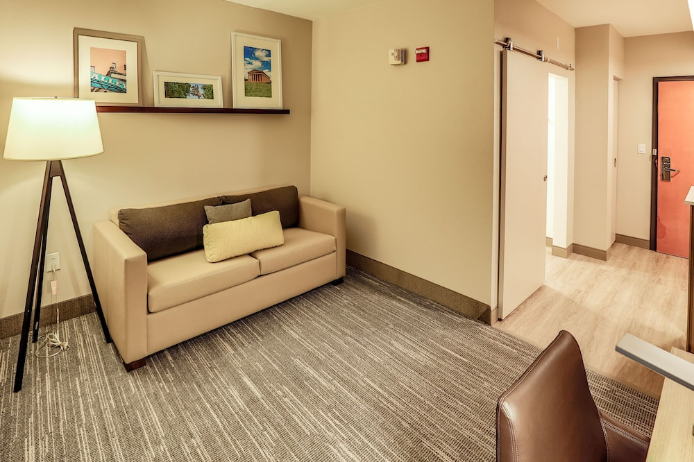 Living Area, Country Inn & Suites by Radisson, Nashville Airport, TN