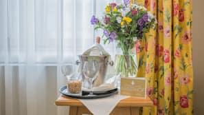 Allergikerbettwaren, Daunenbettdecken, kostenlose Minibar, Zimmersafe
