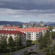 Utsikt mot by