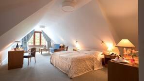 Hochwertige Bettwaren, Schreibtisch, kostenloses WLAN, Bettwäsche