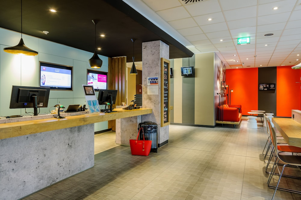Reception, ibis Frankfurt Airport