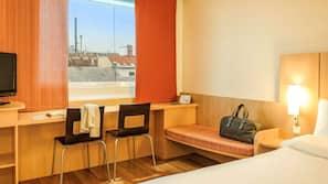 Una scrivania, ferro/asse da stiro, Wi-Fi gratuito, lenzuola