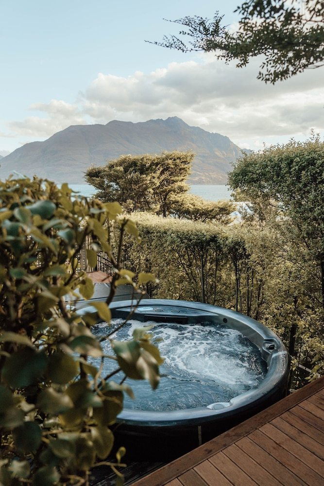 Outdoor Spa Tub, Hotel St Moritz, Queenstown - MGallery