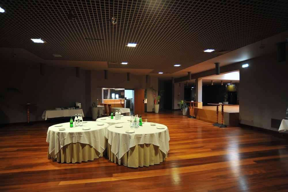 Business Center, Axis Vermar Conference & Beach Hotel