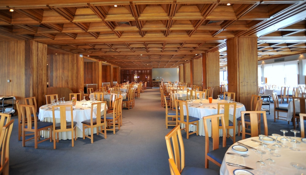 Restaurant, Axis Vermar Conference & Beach Hotel