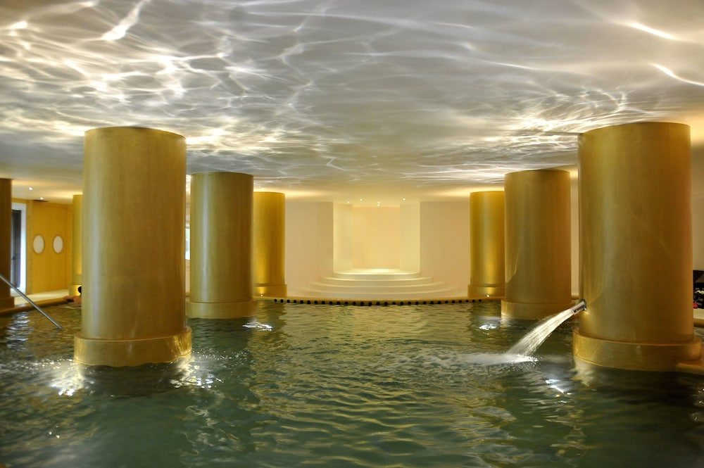 Indoor Spa Tub, Axis Vermar Conference & Beach Hotel