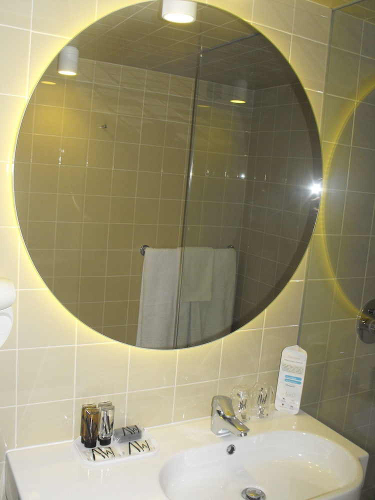 Bathroom, Axis Vermar Conference & Beach Hotel