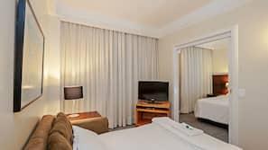 Cofres nos quartos, cortinas blackout, Wi-Fi de cortesia, despertadores