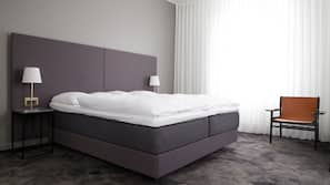 Hypo-allergenic bedding, in-room safe, desk, iron/ironing board