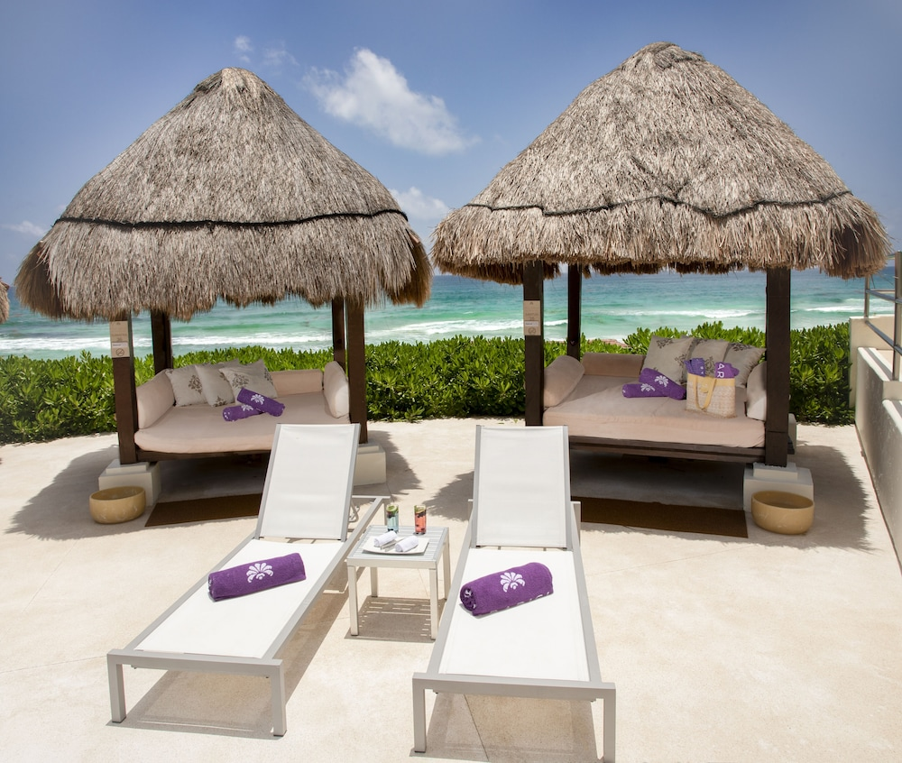 Poolside Bar, Paradisus by Melia Cancun - All Inclusive