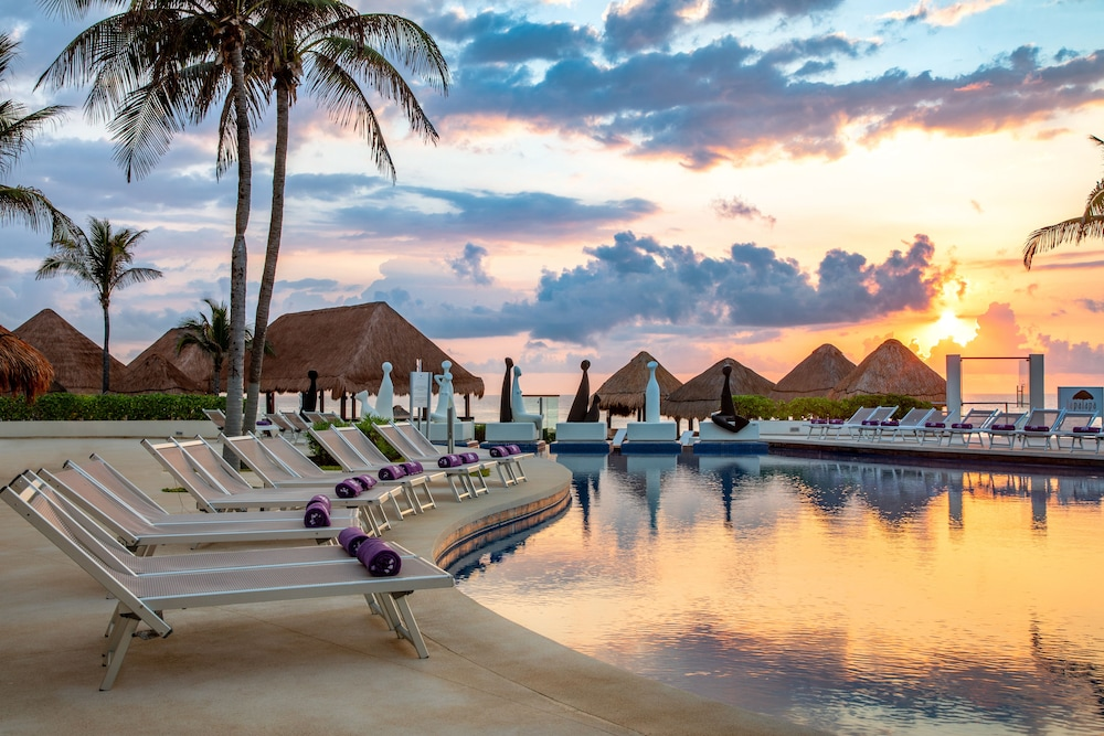 Sundeck, Paradisus by Melia Cancun - All Inclusive