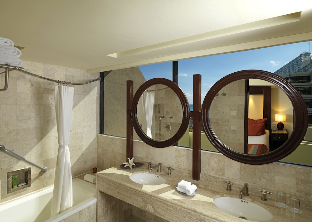 Bathroom, Paradisus by Melia Cancun - All Inclusive