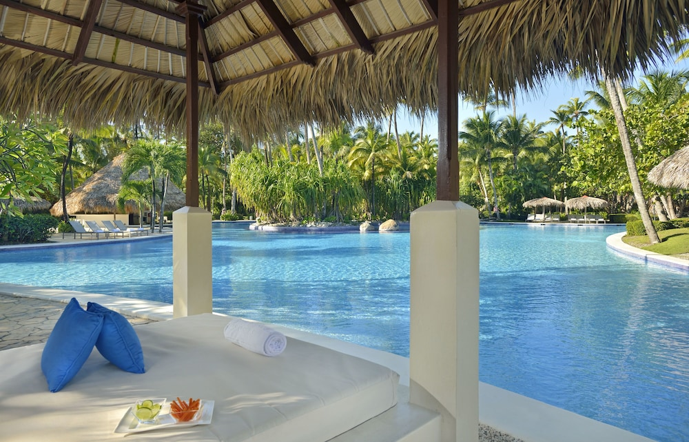 Poolside Bar, Paradisus Punta Cana Resort All Inclusive