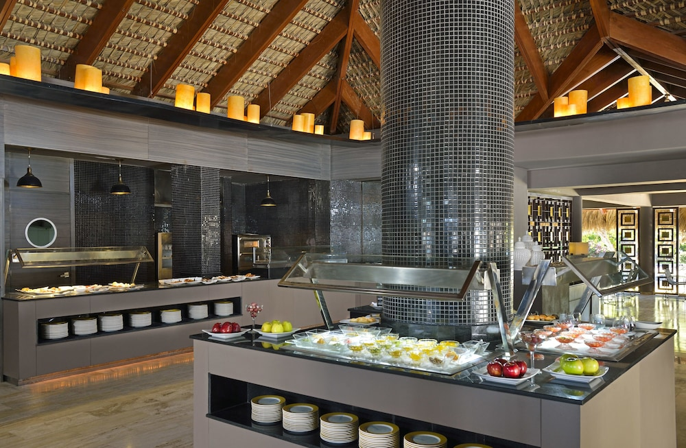 Buffet, Paradisus Punta Cana Resort All Inclusive