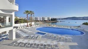 Een buitenzwembad, zwembadcabana's (toeslag)