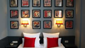 Allergikerbettwaren, Zimmersafe, individuell dekoriert, Schreibtisch