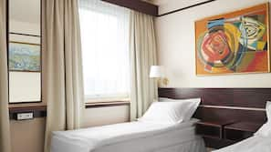 Hypo-allergenic bedding, minibar, in-room safe, individually furnished