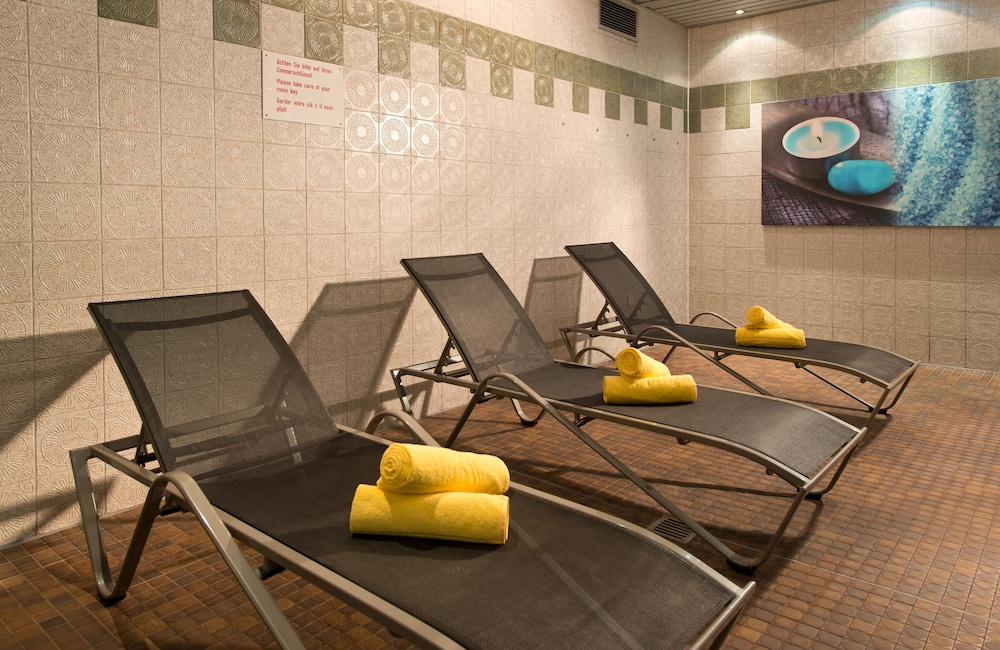 Indoor Pool, Leonardo Hotel Köln