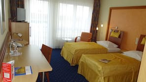 Hypo-allergenic bedding, in-room safe, desk, free cribs/infant beds