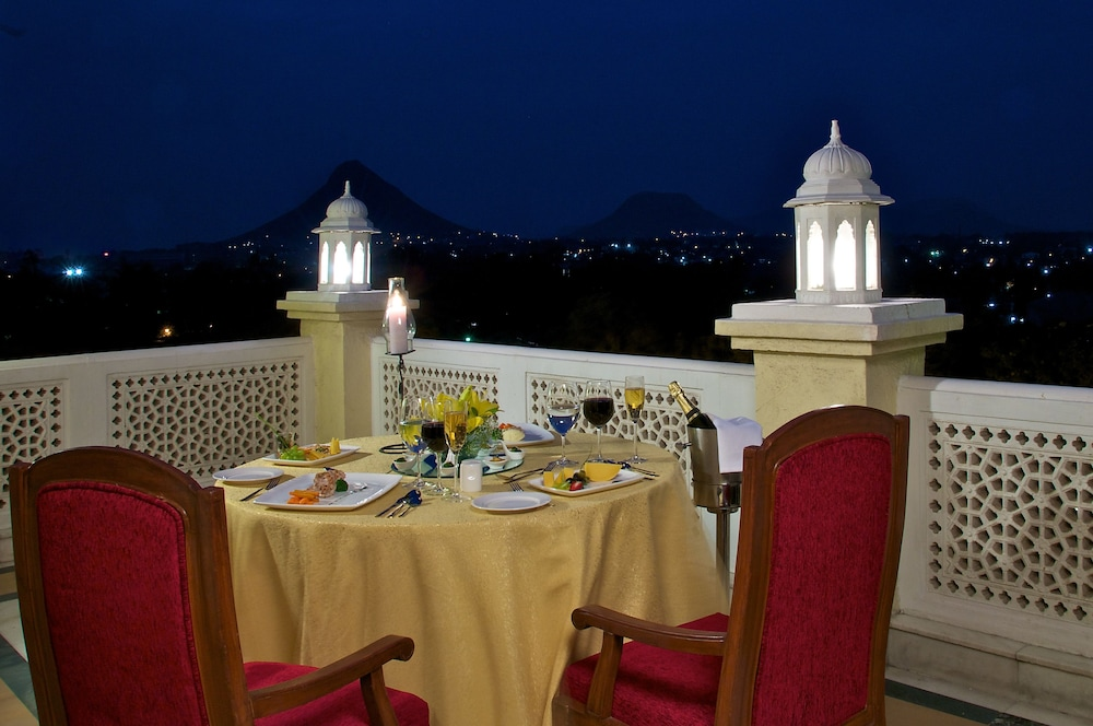 Couples Dining, The Gateway Hotel Ambad