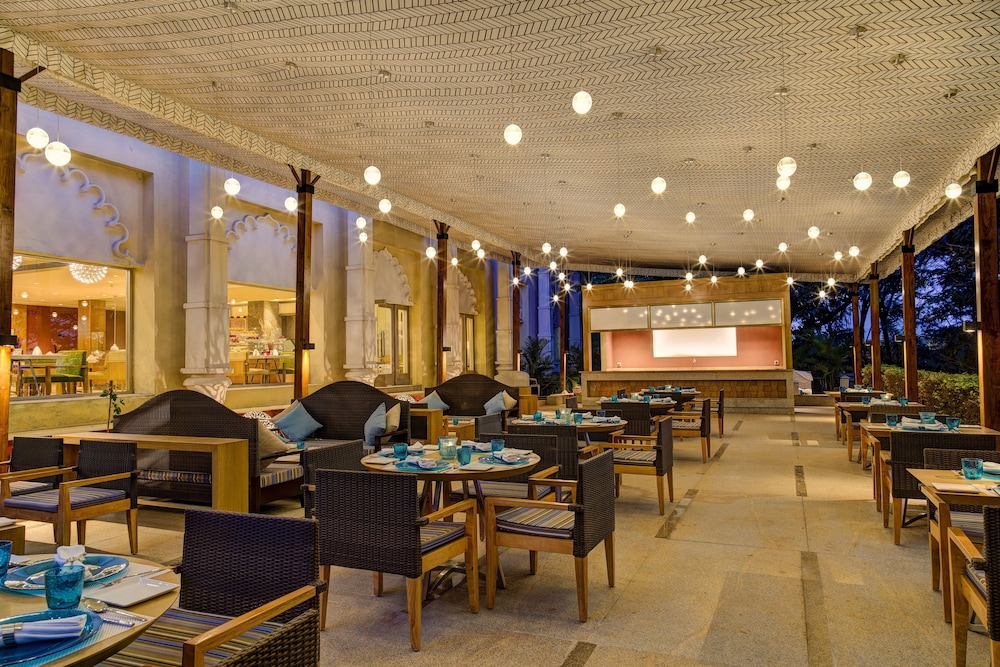 Outdoor Dining, The Gateway Hotel Ambad