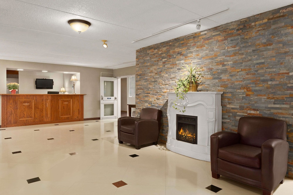 Lobby, Travelodge by Wyndham Owen Sound