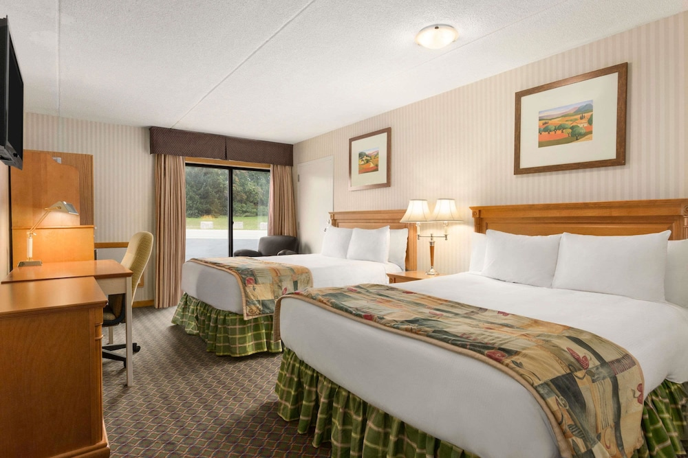 Room, Travelodge by Wyndham Owen Sound