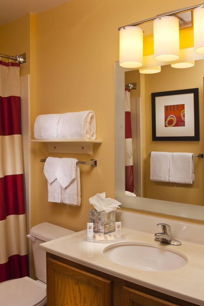 Bathroom, TownePlace Suites by Marriott Metairie New Orleans