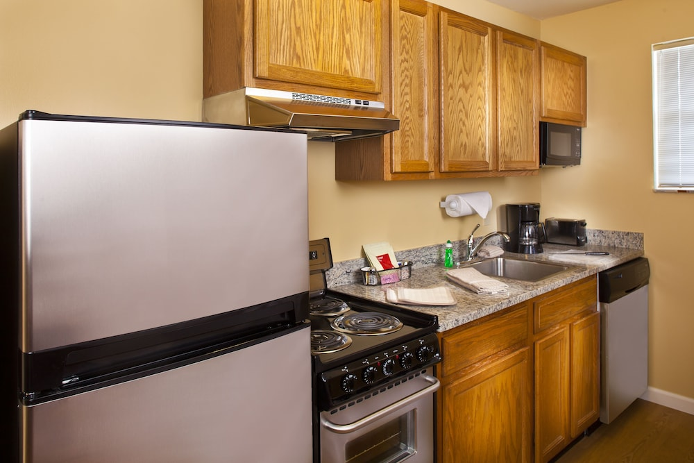 Private Kitchen, TownePlace Suites by Marriott Metairie New Orleans