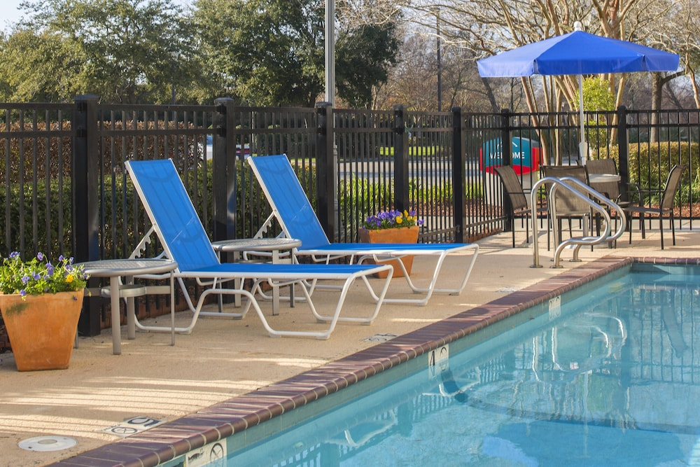 Outdoor Pool, TownePlace Suites by Marriott Metairie New Orleans