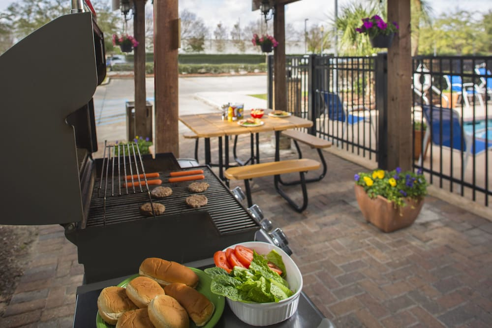 BBQ/Picnic Area, TownePlace Suites by Marriott Metairie New Orleans