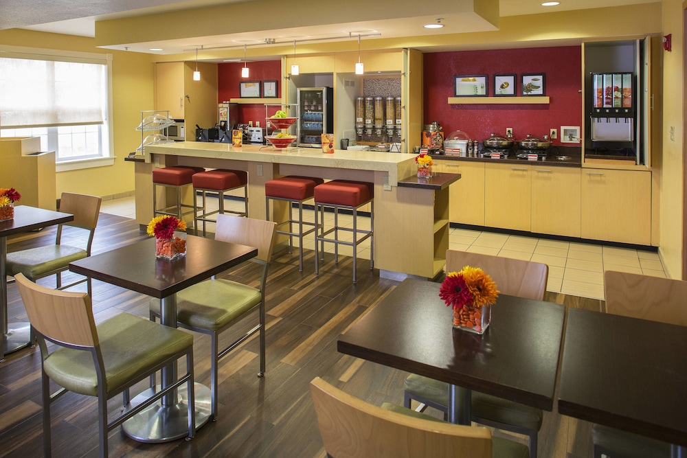 Breakfast Area, TownePlace Suites by Marriott Metairie New Orleans