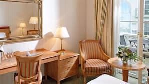 Tallelokero huoneessa, työpöytä, silitysrauta/-lauta, ilmainen Wi-Fi