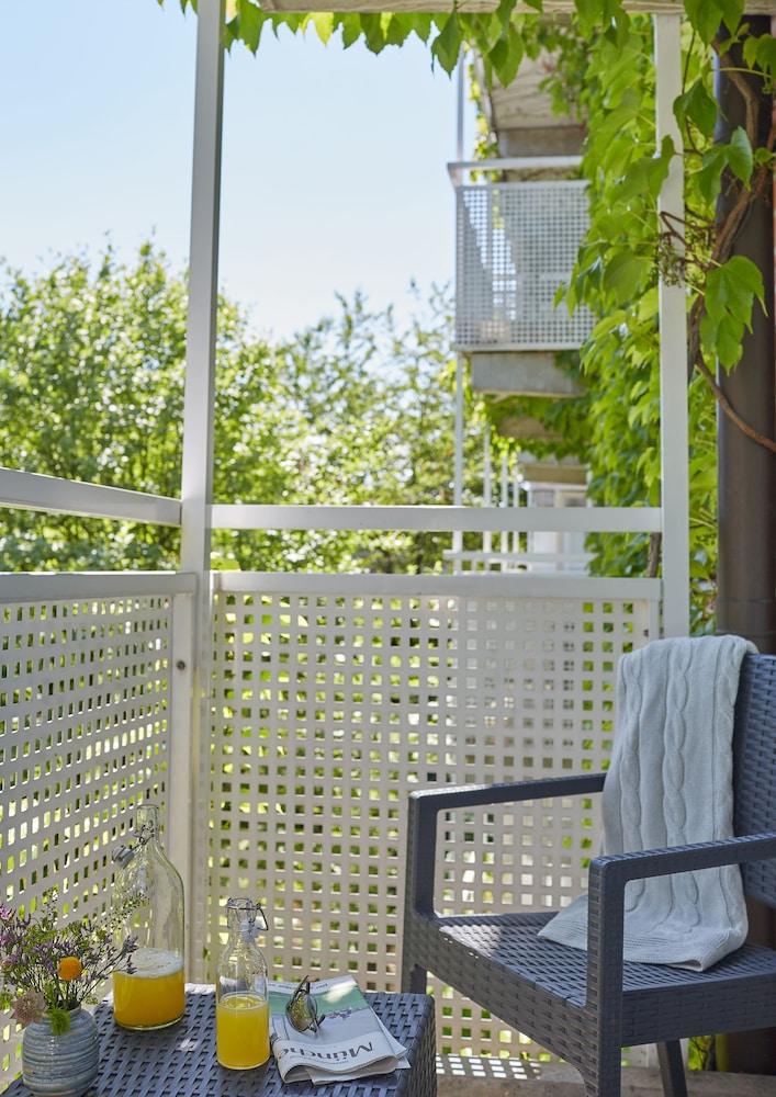 living hotel am olympiapark by derag m nchen tyskland. Black Bedroom Furniture Sets. Home Design Ideas
