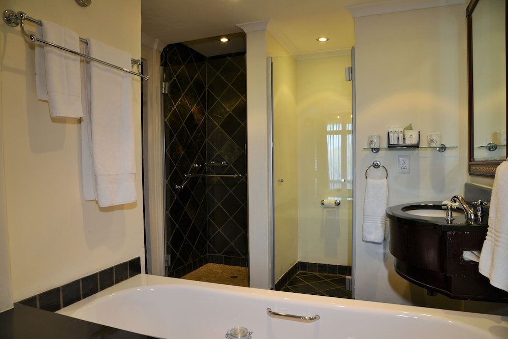 Bathroom, Bakubung Bush Lodge