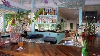 Oualie Bay, Newcastle, Nevis.